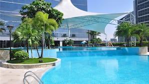 室內泳池、3 個室外泳池;08:00 至 22:00 開放;泳池傘、躺椅