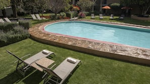 2 piscinas al aire libre, sombrillas, tumbonas