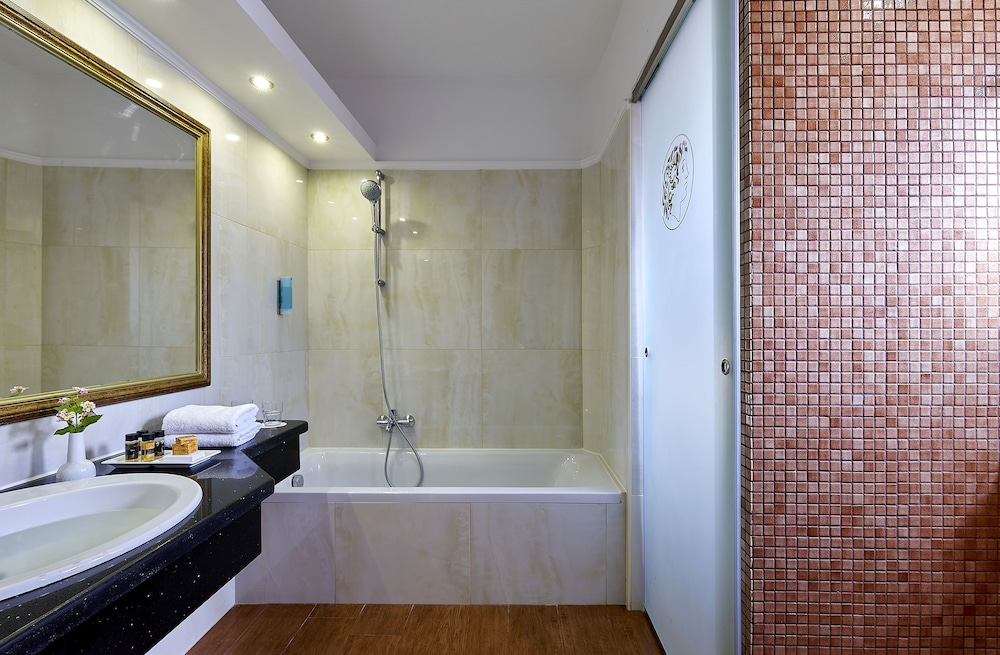 Bathroom, Alexander Beach Hotel & Village