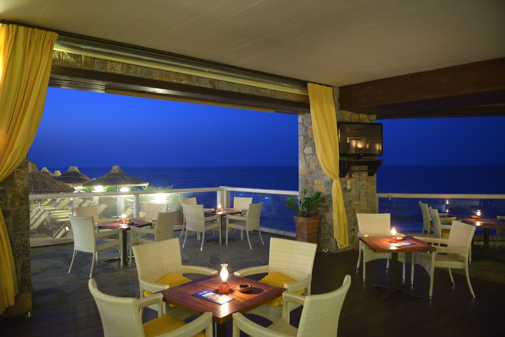Bar, Alexander Beach Hotel & Village