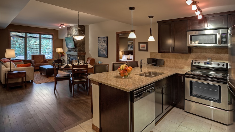 stone ridge chat rooms Chat with us now  stone ridge community features a swimming pool and hot tub, tennis courts, bikes and exercise room  rooms 4 beds + 35 baths.