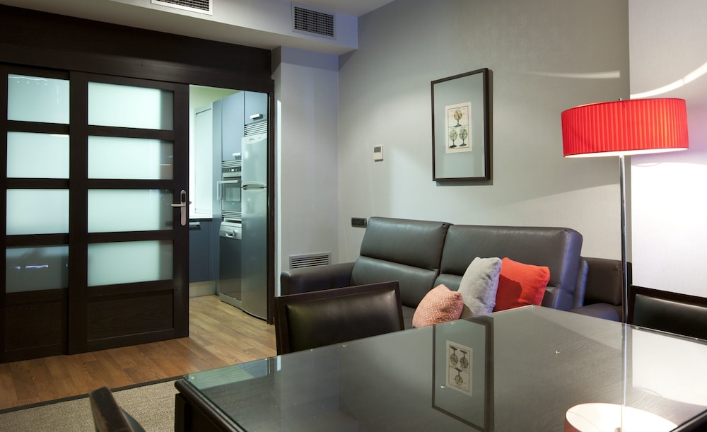 Suites Center Barcelona Apartments (Barcellona, Spagna) | Expedia.it