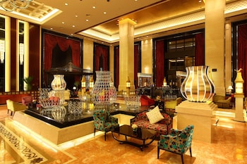 Wyndham Grand Plaza Royale Palace Chengdu - Reviews, Photos