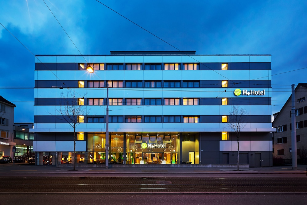 Front of Property - Evening/Night, H+ Hotel Zürich