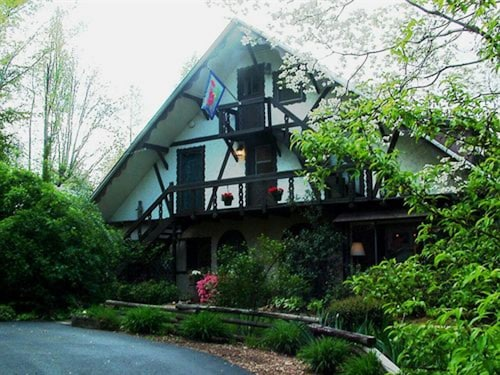 Great Place to stay Lily Creek Lodge near Dahlonega