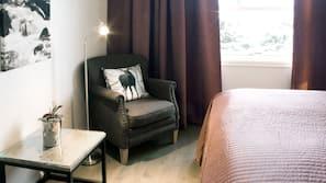 Allergitestet sengetøy, senger med overmadrass og skrivebord