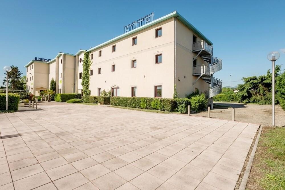 Logis Hotel Le Saint Vincent  2019 Room Prices  69  Deals