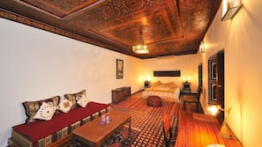 이집트산 면 시트, 고급 침구, 메모리폼 소재 침대, 객실 내 금고
