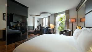 고급 침구, 필로우탑 침대, 미니바, 객실 내 금고