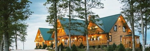 Great Place to stay Pine Lakes Lodge near Salesville