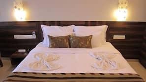 Hochwertige Bettwaren, Zimmersafe, Schreibtisch