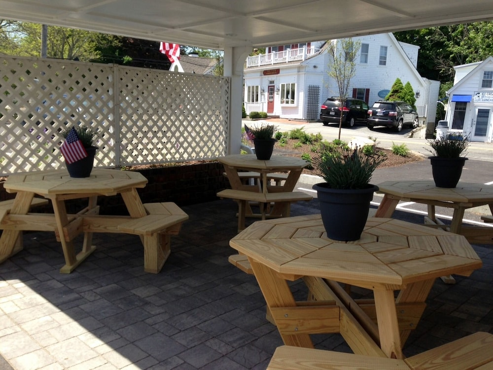 Terrace/Patio, Craigville Beach Inn