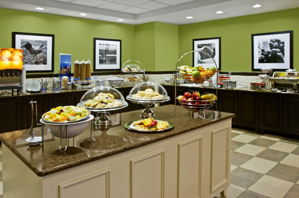 Breakfast Area, Hampton Inn & Suites Exeter, NH
