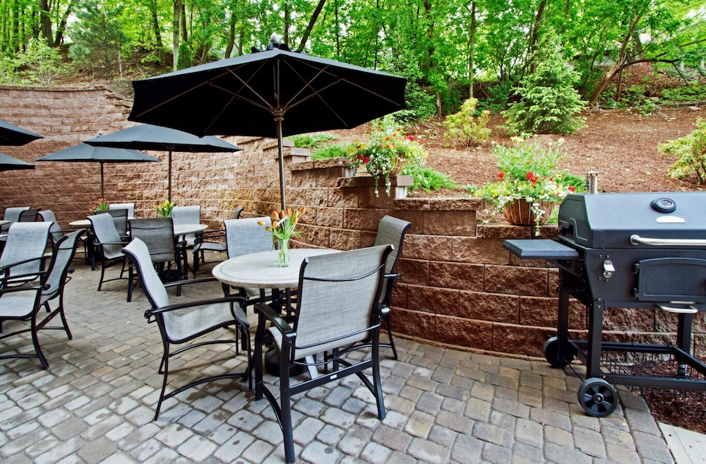 Terrace/Patio, Hampton Inn & Suites Exeter, NH