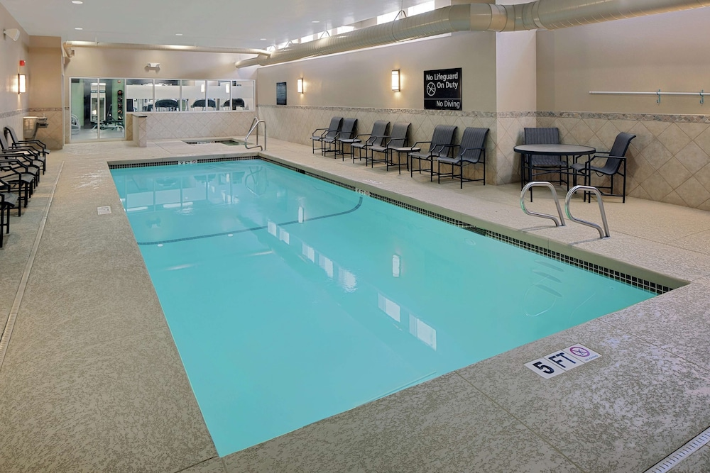 Pool, Hampton Inn & Suites Exeter, NH