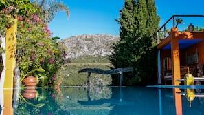 3 outdoor pools, an infinity pool, pool umbrellas, pool loungers