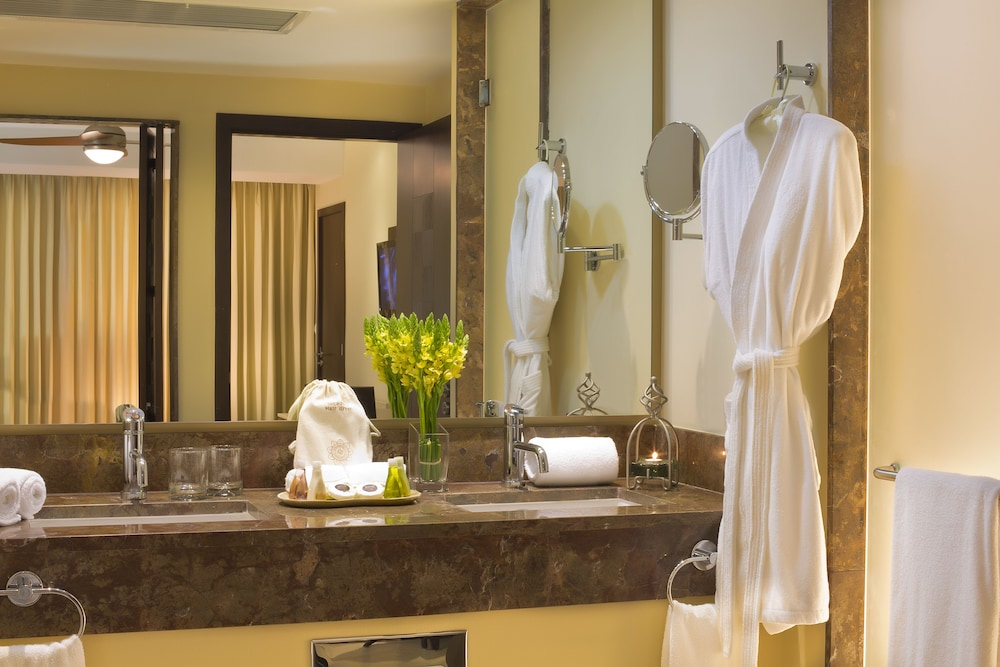 Bathroom, Sunset Plaza Beach Resort & Spa Pto Vallarta All Inclusive