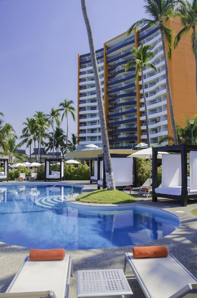 Sundeck, Sunset Plaza Beach Resort & Spa Pto Vallarta All Inclusive
