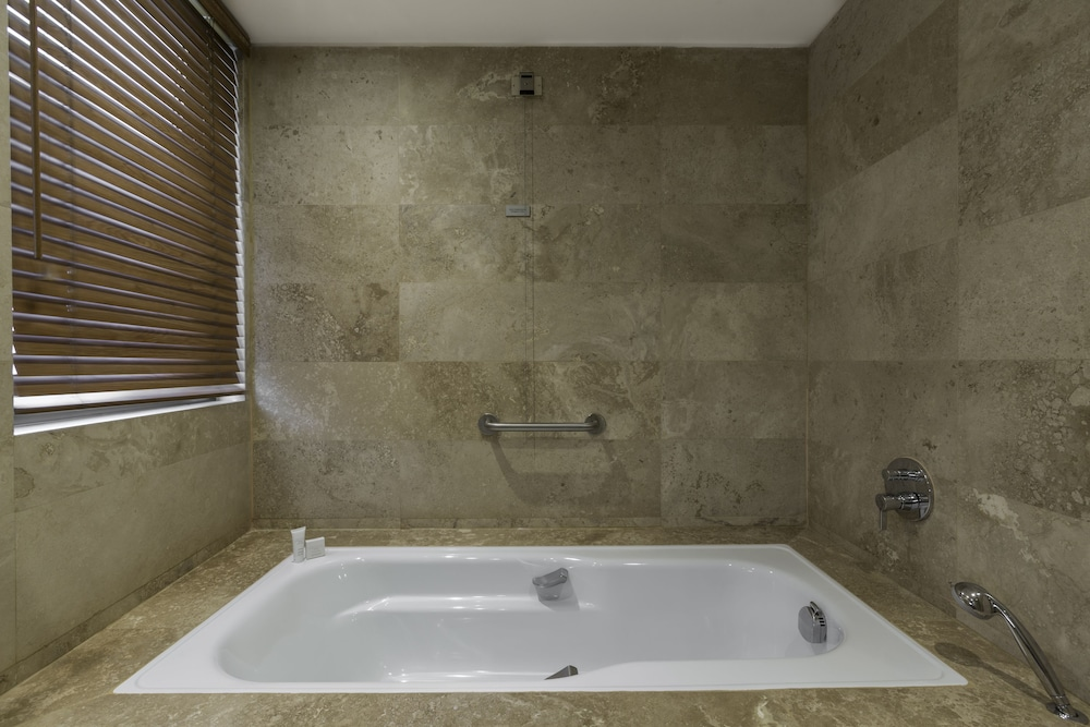 Deep Soaking Bathtub, Enjoy Coquimbo