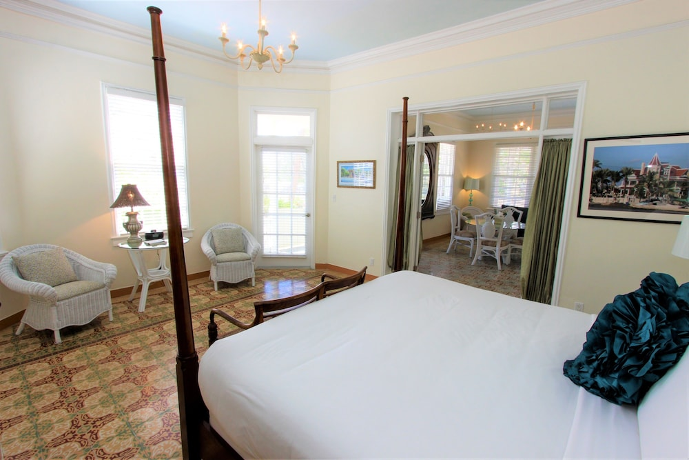 In-Room Dining, The Southernmost House Hotel