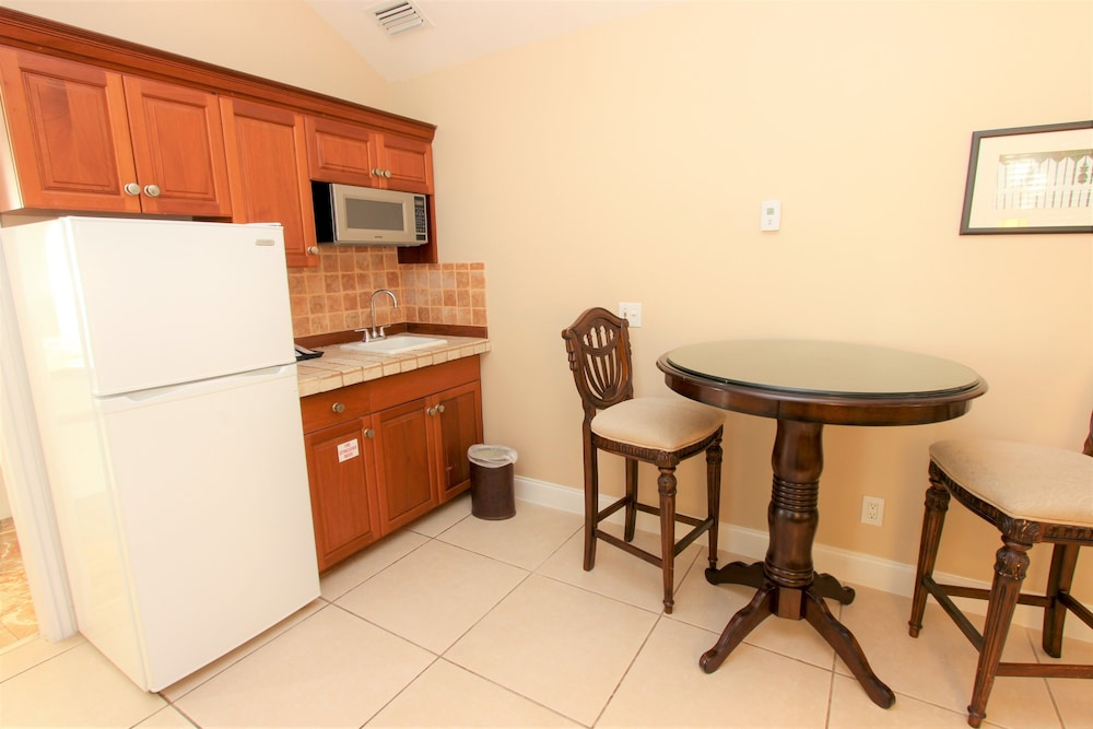 Private Kitchenette, The Southernmost House Hotel