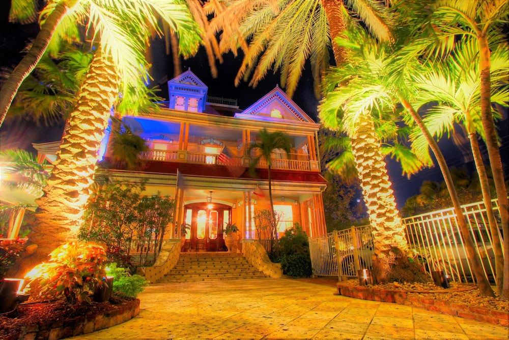 Front of Property - Evening/Night, The Southernmost House Hotel