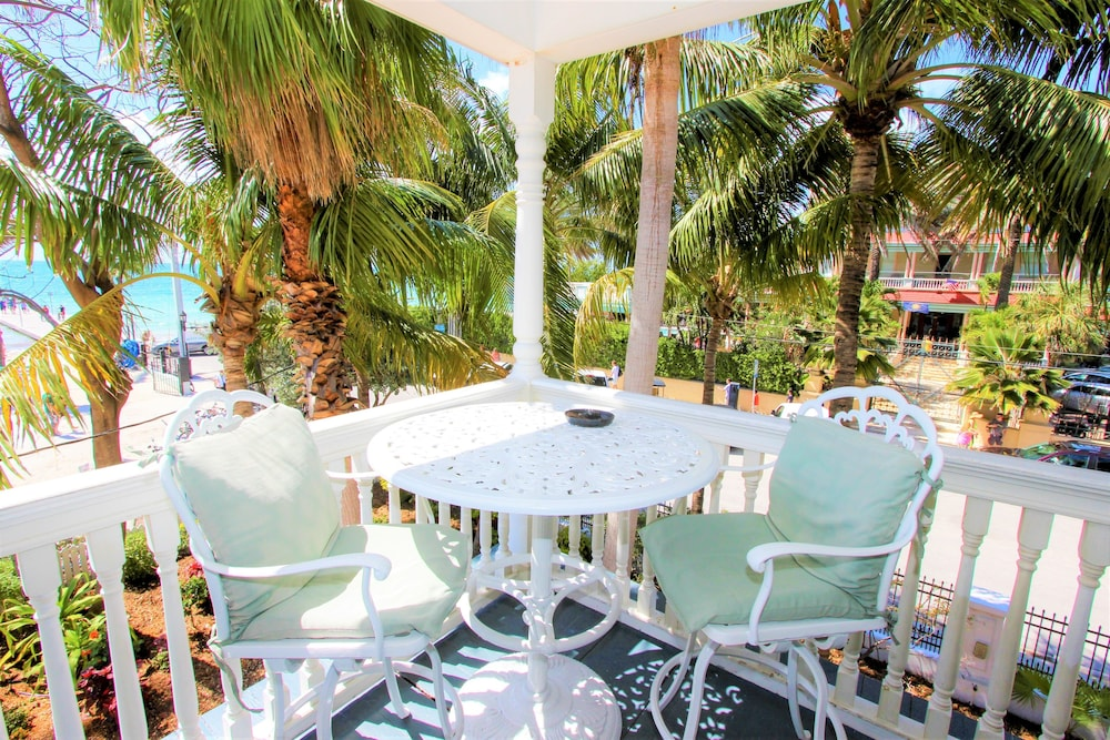 Terrace/Patio, The Southernmost House Hotel