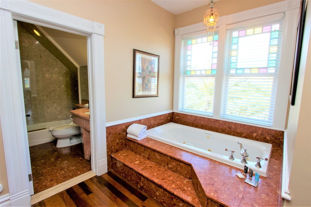 Jetted Tub, The Southernmost House Hotel