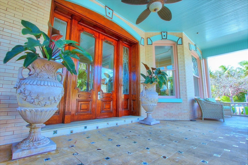 Property Entrance, The Southernmost House Hotel
