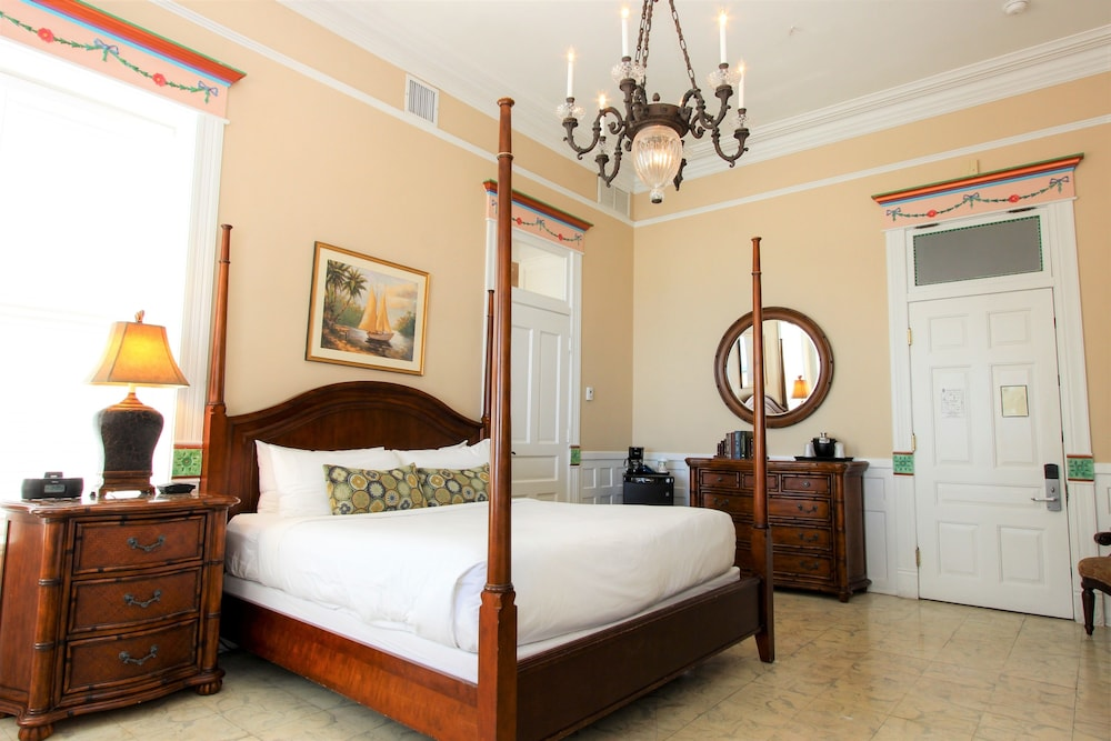 Room, The Southernmost House Hotel