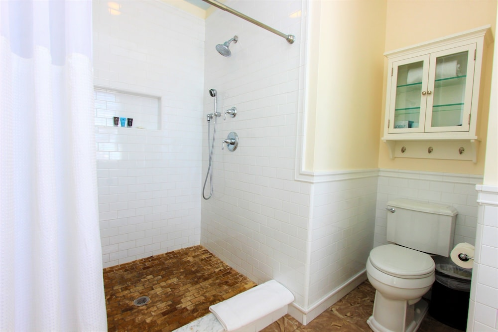 Bathroom Shower, The Southernmost House Hotel