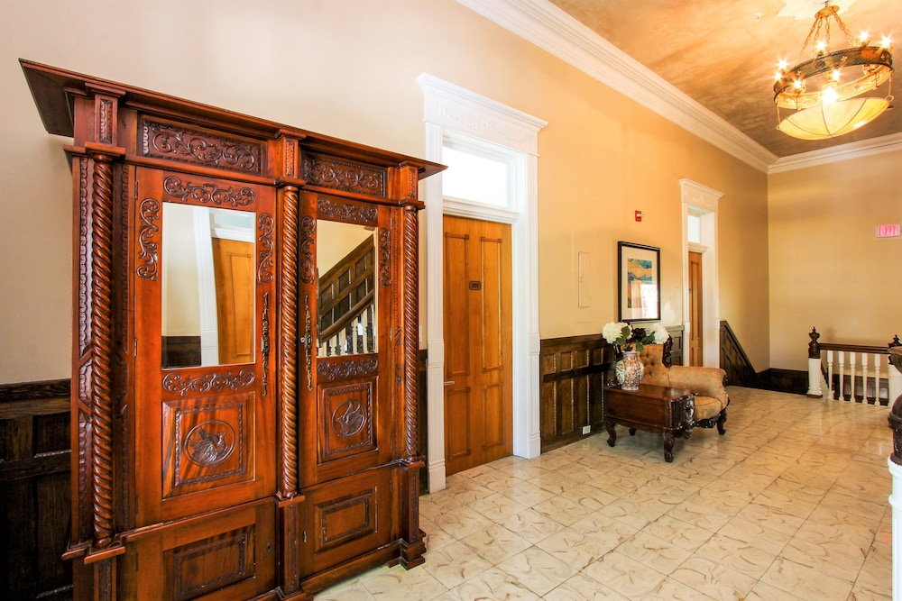 Hallway, The Southernmost House Hotel
