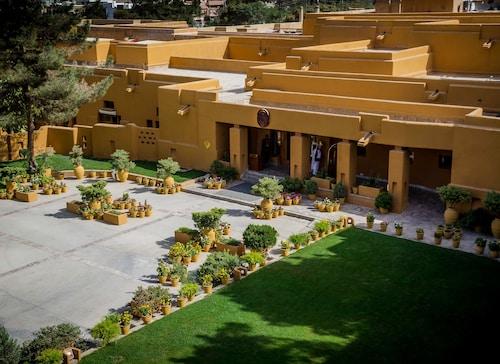 퀘타 세레나 호텔
