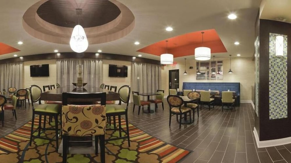 Dining, Holiday Inn Express Hotel & Suites Fulton