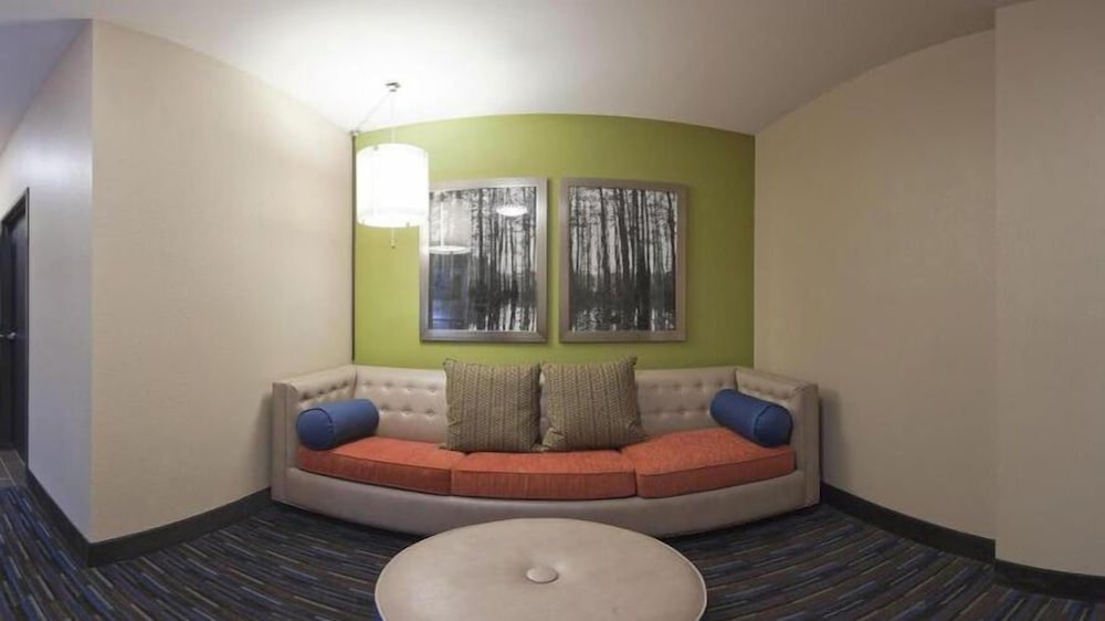 Living Room, Holiday Inn Express Hotel & Suites Fulton