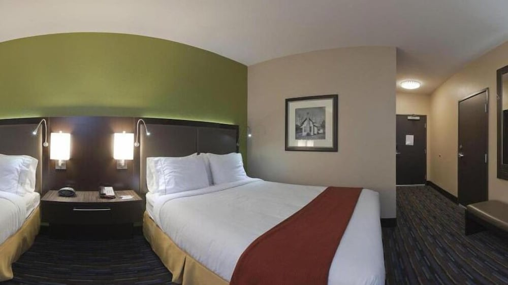 Room, Holiday Inn Express Hotel & Suites Fulton