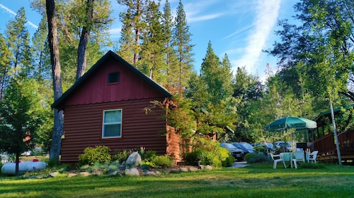 Yosemite Riverside Inn