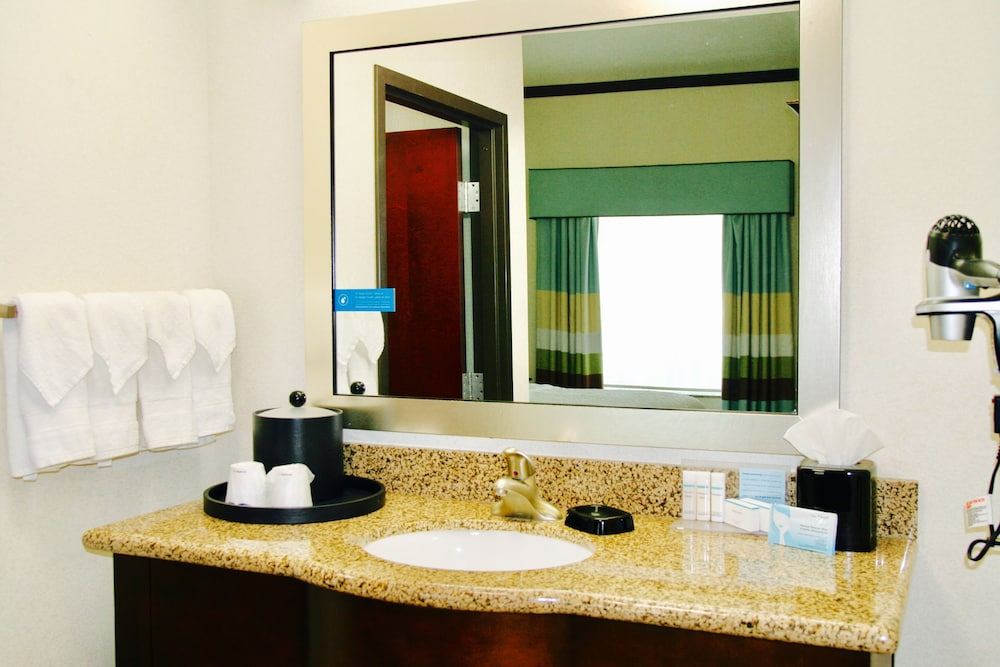 Bathroom Sink, Hampton Inn & Suites San Antonio/Northeast I-35