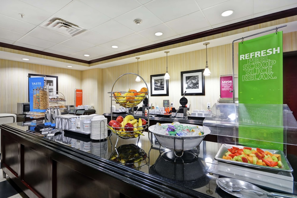 Breakfast Area, Hampton Inn & Suites San Antonio/Northeast I-35