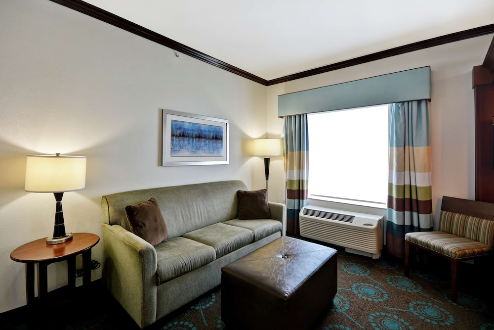 Living Area, Hampton Inn & Suites San Antonio/Northeast I-35