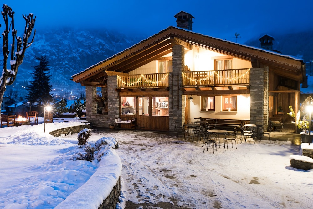 Hotel lo campagnar in valle d 39 aosta hotel rates for Design hotel valle d aosta