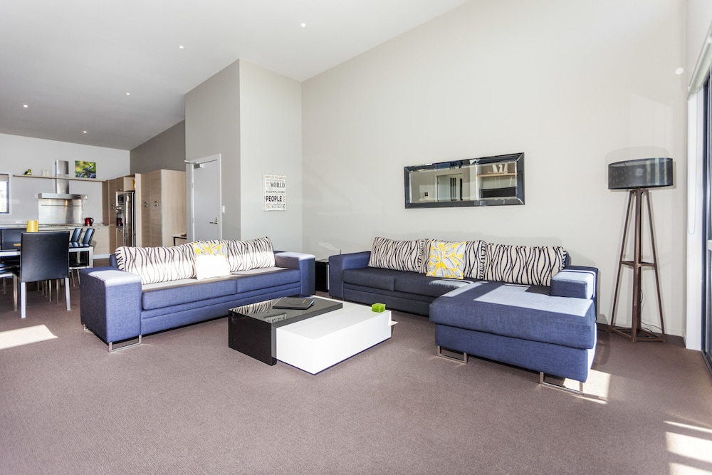 Living Area, Sovereign Pier on the Waterways