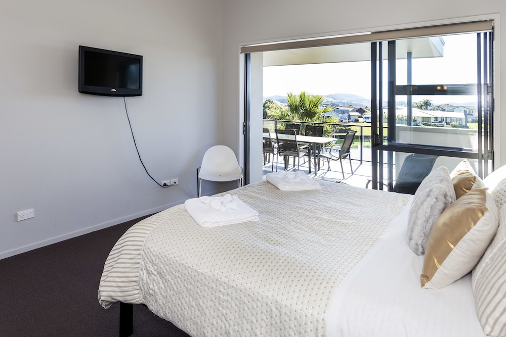 Room, Sovereign Pier on the Waterways