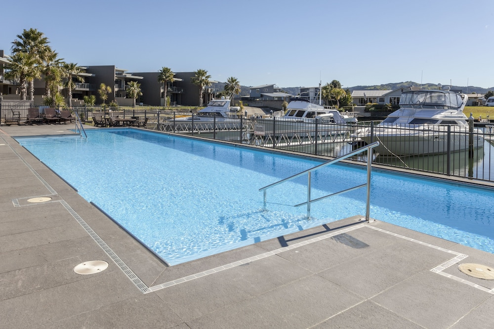 Outdoor Pool, Sovereign Pier on the Waterways