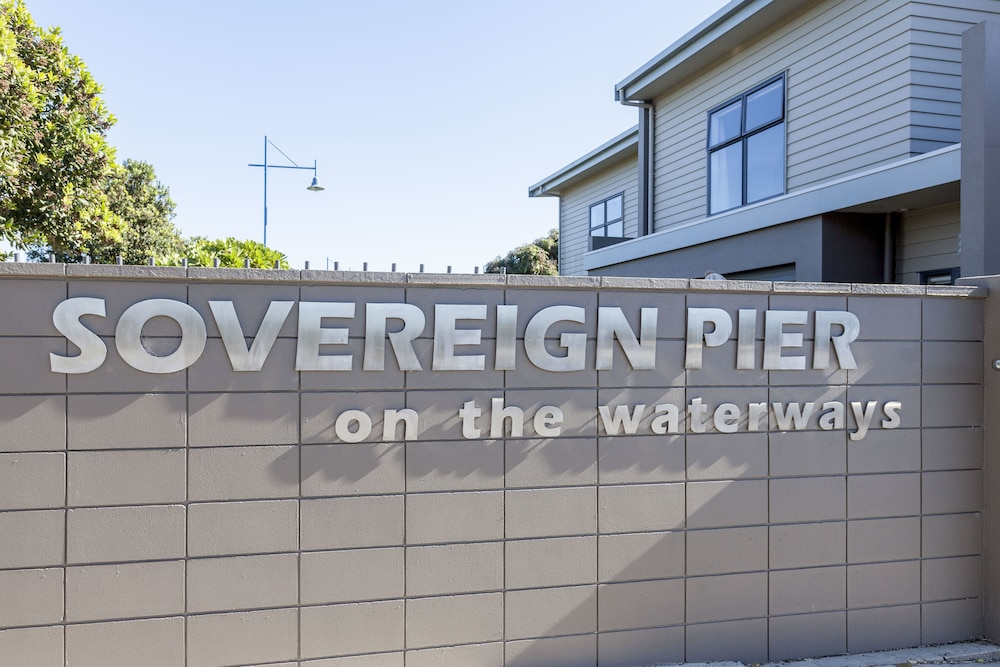 Property Entrance, Sovereign Pier on the Waterways