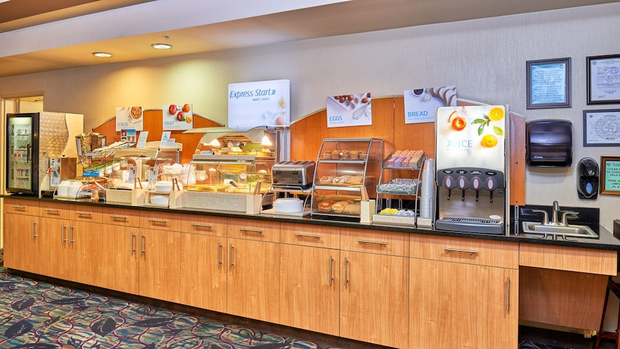 Holiday Inn Express & Suites El Paso Airport Area, an IHG Hotel