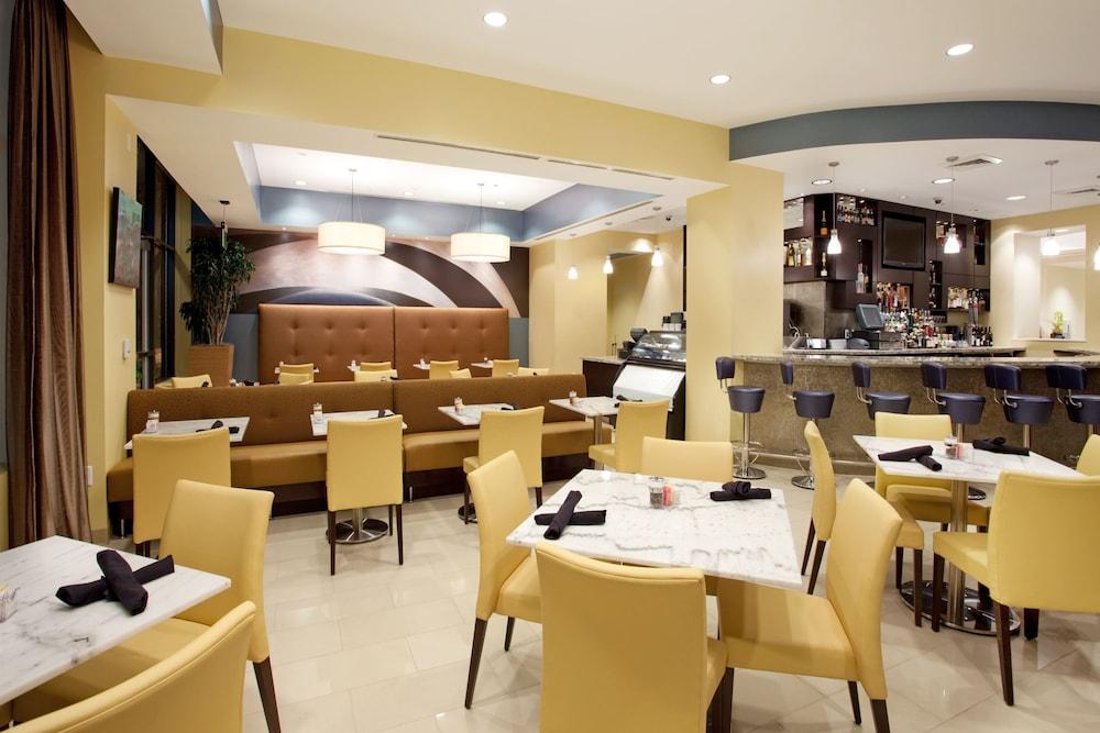 hotel indigo baton rouge downtown baton rouge 2019 room. Black Bedroom Furniture Sets. Home Design Ideas