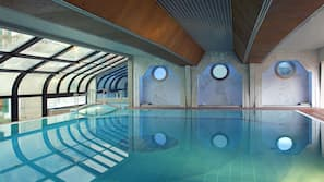 สระว่ายน้ำในร่ม, สระว่ายน้ำกลางแจ้งเปิดตามฤดูกาล, เก้าอี้อาบแดดริมสระ