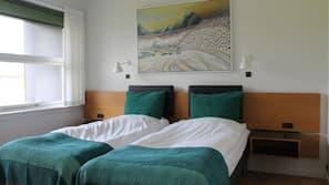 Allergivenligt sengetøj, pengeskab, skrivebord, gratis Wi-Fi