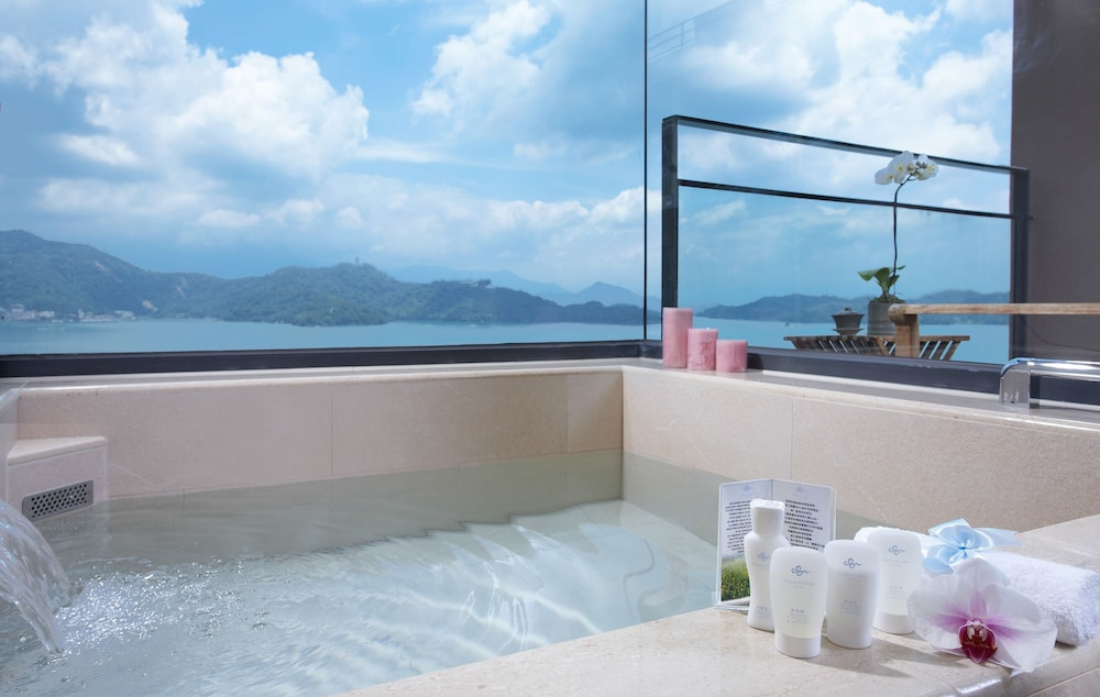 Deep Soaking Bathtub, Fleur de Chine Hotel
